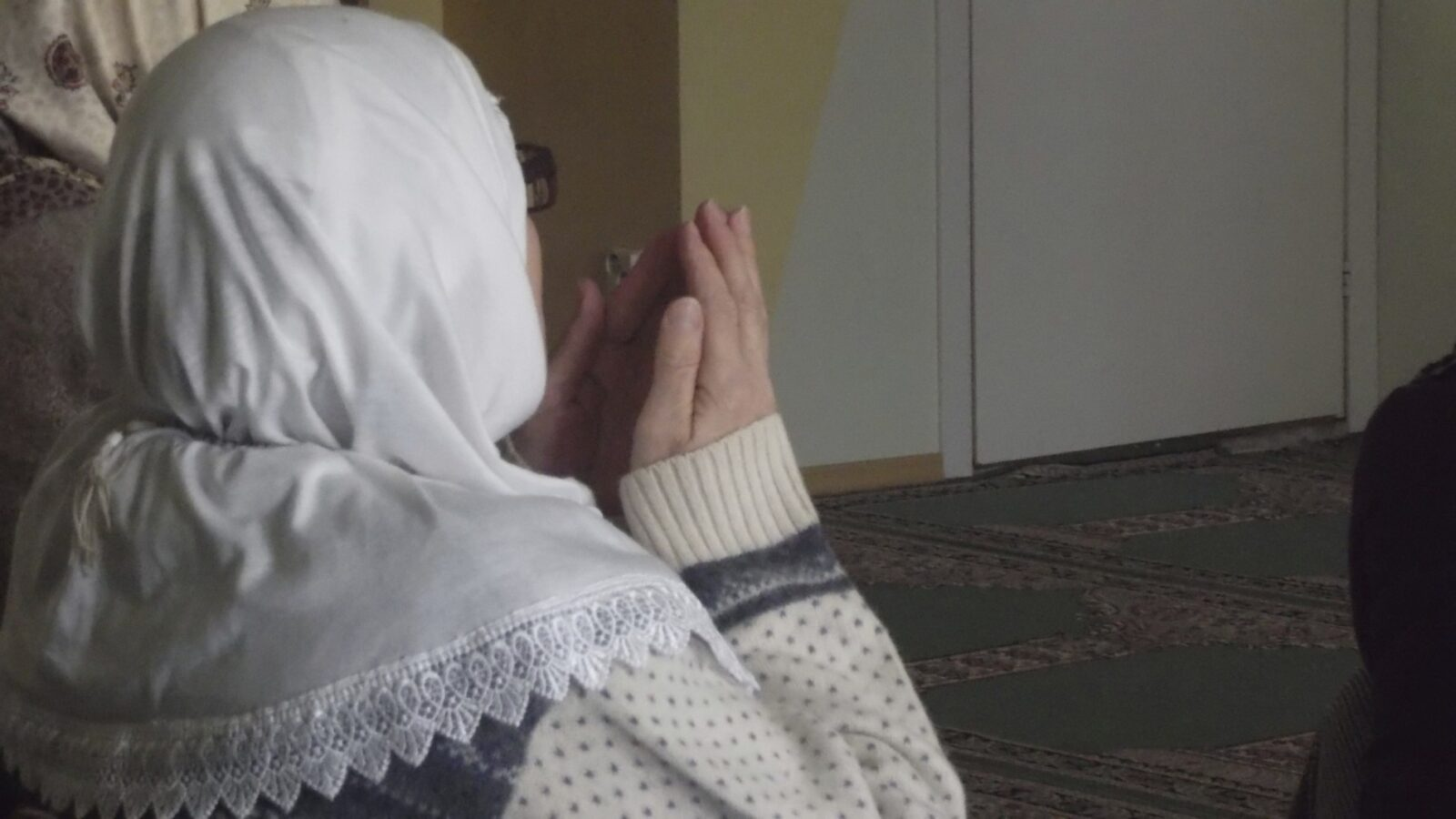 Wait Til You See How This Plant Dealt With Muslim Praying Rituals